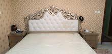 سرير نوم مترين في مترين بحالة جيدة جدا مع المترس بسعر 80 دينار