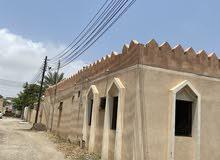 منزل للايجار به اربع غرف وصاله ودورات مياه يصلح السكن لعمال وافدين