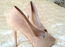 حذاء نسائي جديد بكعب عالي