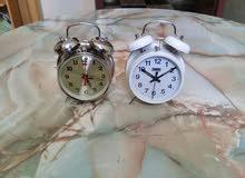 ساعتان جميلتين ميكانيكية قديمتان في حالة جيدة تعملان بشكل جيد تحفة