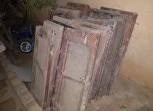 شبابيك  خشب مستعملات باحجام مختلفة بحاجة لتنظيف وفي منهم يبوا زجاج