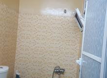 شقه لليجار تتكون من اربع غرف وثلاث حمامات ومطبخ وصاله مطلوب 250