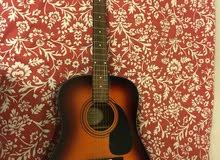 جيتار نوع Acoustic Fender guitar بحالة ممتازة للبيع