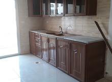 شقة للبيع في البنيات 200 متر قرب مدارس المحور وجامعة البتراء بسعر مغري