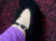 حذاء قطيفة جديد كليا