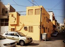 بيت زاوية وعلى شارعين للبيع