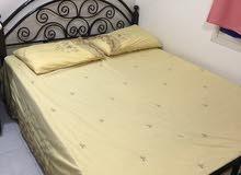 سرير للبيع بالمرتبة