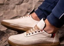 حذاء ابيض