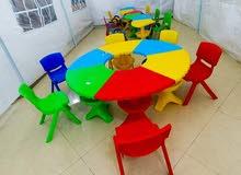 طاولة أطفال مع الكراسي