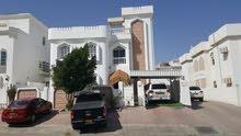شقه للايجار في الخوير 33 قريبه من جامع سعيد بن تيمور