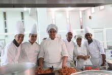 ابحت عن عمل  كطباخ او مساعد طباخ