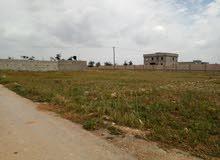 ارض سكنة في الهواري 945م على شارعين موقع ممتاز