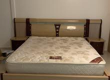 سرير وتسريحة للبيع مستعجل
