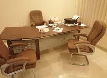 مكتب مع 3 كراسي