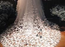فستان للبيع مصمم من الفراشات
