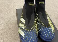 للبيع حذاء كرة قدم اديداس اصلي