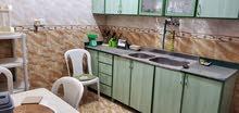 شقه 3غرف وحمامين ومطبخ وصاله مفروش فرش نظيف