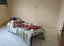 حجرة مجلس بحمام امامه طرقة كمطبخ معزولة عن شقة