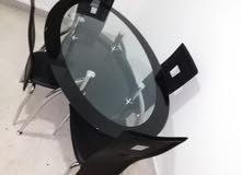 طاولة  مكونة من طبقتين زجاج سيكوريت أسود كراسي جلد عدد 4  السعر قابل للتفاوض