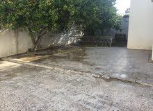 منزل للإيجار اليومي بجانب جامعة طرابلس ومقابل شارع المدار.