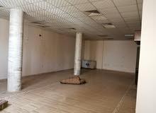 إيجار صالة اكبيرا 190متر وحمام ومطبخ منور وتكيف مركزي ميزان