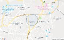 بيت في حارة الحسنان في الطلعه قريب من جامع مكون من 5 غرف وحمامين ومطبخ وغرفة غسي