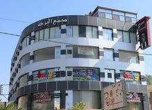 نصف مجمع  استثماري تجاري للبيع بالزرقاء شارع36بسعر مغري