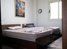 3 سرير خشب زان بالمراتب والسست بحالة ممتازة بالتسريحة والكمود الاتصال للجادين