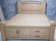سرير مستخدم للبيع