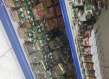تلاجة البان واجبان مشتعمل شهر ايطالي لاخلاء المحل مع سستم ورفوف حديد وخ مع سستم