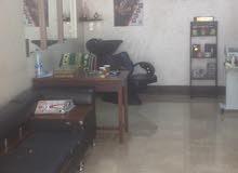  صالون حلاقة الرجال للبيع في منطقة الجبيهة شارع البلدية