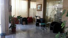 شقة داخل بناية راقية خلف AUK السالمية