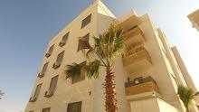 شقة ارضية فاخرة للبيع في الجبيهة ((ام زويتينة)) ومن المالك مباشرة