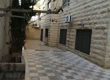 شقه في الجبيهة حي المنصور 150 متر +ترس( مطبخ وتدفئه راكبه) من المالك