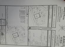 السلام عليكم    اخواني توجد معي ارض مساحتها 1411متر   شكلها مربع متساويه يوجد