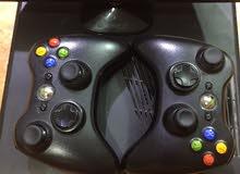للبيع:XBOX 360 مع (8 ألعاب فيديو لها + كاميرا (Kinect) +ذراعين تحكم)