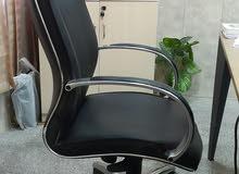 كرسي جلد دوار هزاز