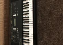 للبيع بيانو فيه اكثر من خاصية ممتازه للفنانين والمبتدئين في حالة ممتازه جداً وجديده