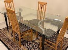 البيع طاولة طعام للبيع فقط ب45 دينار قمة في النظافة تتسع ل 4 اشخاص  الاستفسار
