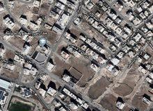 البنيات قرب جامعة البترا 1009 على شارعين  مع منسوب طابق تصلح للاسكان موقعها مميز