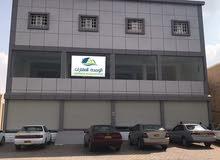 مبنى جديد للإيجار في وسط سوق الكامل