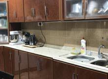 المطبخ جهتين طول 9 متر ونظيف