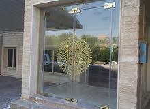 فني تركيب زجاج تركيب جميع انواع الزجاج والمرايا والشاورات
