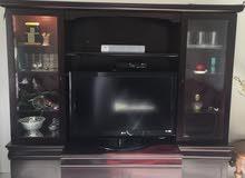 مكتبة تلفزيون مع شاشة التلفزيون