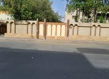 قصر يقع على 3 شوارع به حوش واسع واشجار