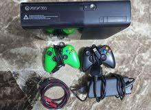 جهاز Xbox 360 للبيع نضيف ثنين جوستك 184 لعبة من ضمنهن GTA 5
