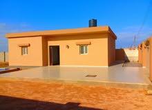استراحة تتكون من غرفتين صالة حمام مطبخ تشطيب جديد قطران لعند الباب وانارة لشارع
