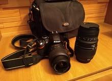 كاميرا شبه جديدة نوع nikon d3200 أصلية جايبها من بريطانيا معاها عدسة أخرى و حقيبتها