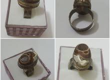 عقيق يسمى بعين الذئب على خاتم نحاسي قديم جدا