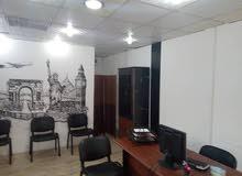 اثاث مكتبي كامل مع مكيف و طابعة و عدد 2 كمبيوتر للبيع